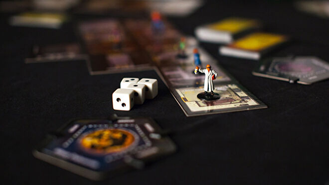 betrayal-at-house-on-the-hill-board-game-gameplay-dice.jpg