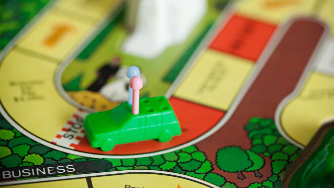 The Game of Life board game gameplay