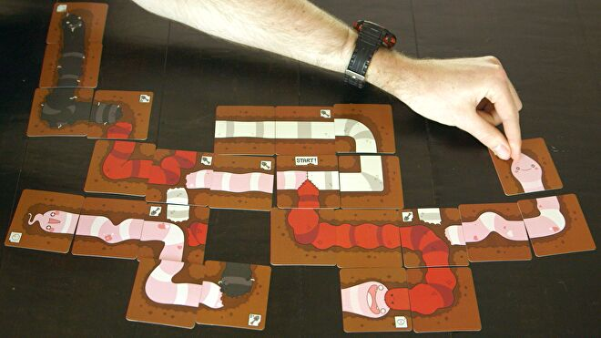 tapeworm-board-game-gameplay.png