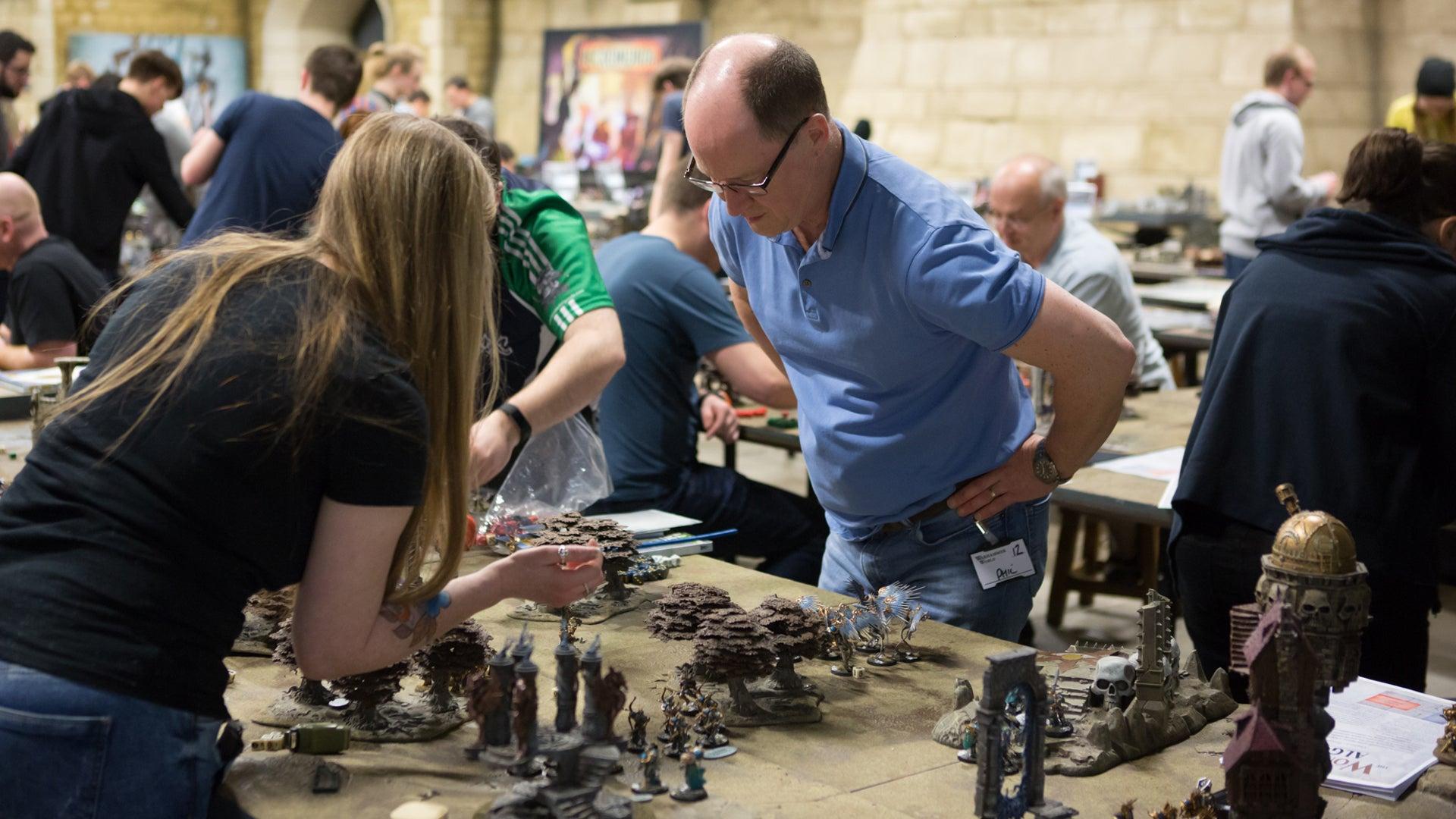 warhammer-age-of-sigmar-people-playing-warhammer-world.jpg